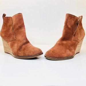 Lucky Brand Tan Suede Wedge Ankle Boots Size 6